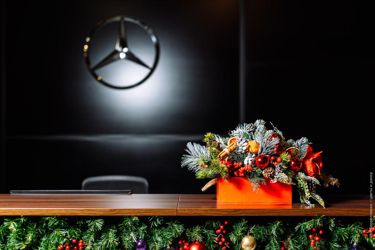Новогоднее оформление автосалона